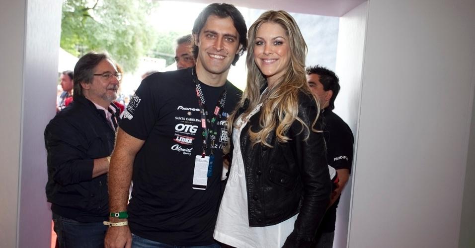 Átila Abreu, piloto de Stock Car, e a namorada Renata Fan assistiram à prova da Indy em São Paulo, em 2012