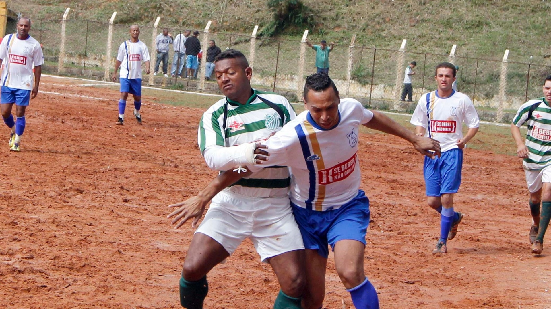 Maria Domitia (Branco azul) e Amigos FC (Branco azul) ficaram no empate sem gols