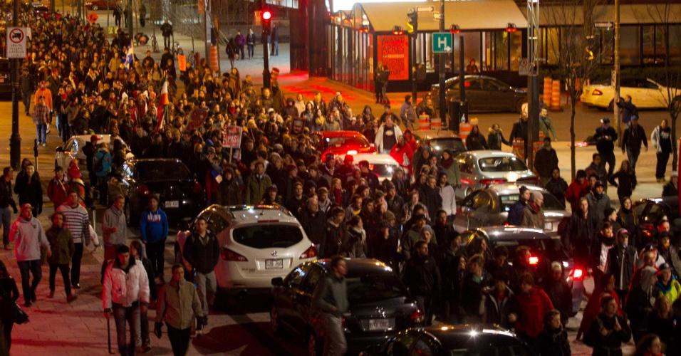 Milhares de estudantes marcham como protesto contra o aumento de mensalidades no centro de Montreal, em Quebec