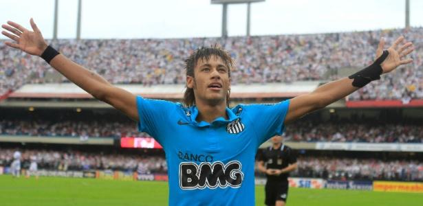 Neymar comemora o seu gol com a torcida do Santos