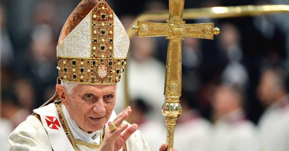 Papa Bento 16 participa de ordenação na Basílica de São Pedro, no Vaticano
