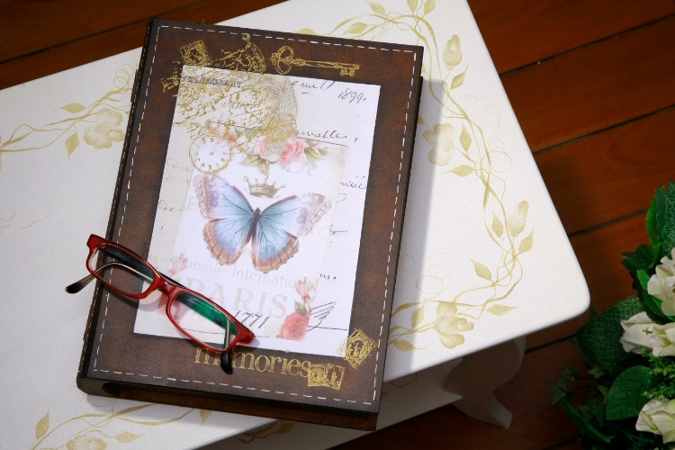 6b8194347c5 Caixa-livro  dê acabamento que imita couro à caixa de madeira com cara de  livro
