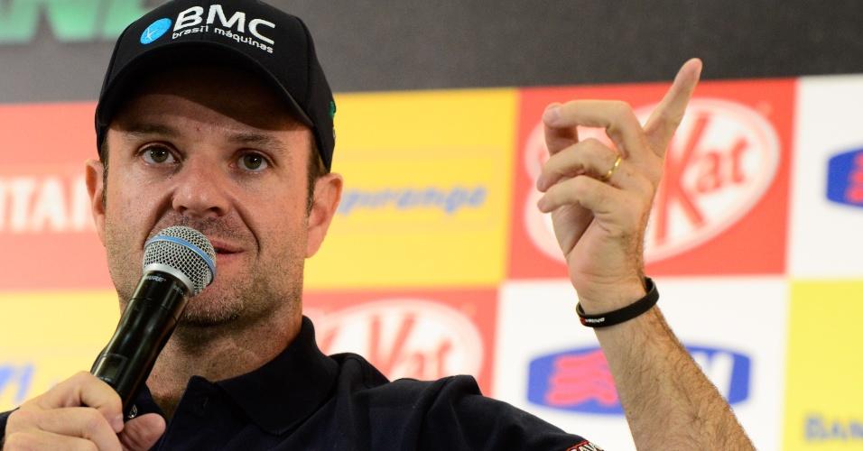 Rubens Barrichello concede entrevista no Anhembi durante a SP Indy 300
