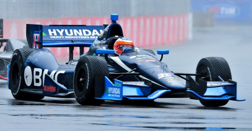 Sob chuva, Rubens Barrichello corre no circuito do Anhembi durante treino de aquecimento