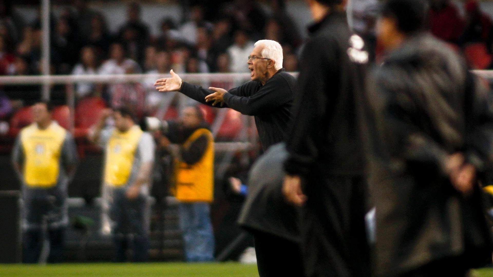 Treinador Leão orienta time do São Paulo na semifinal do Campeonato Paulista