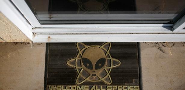 Tapete de entrada do observatório onde está sediado o Allen Telescope Array, na Califórnia