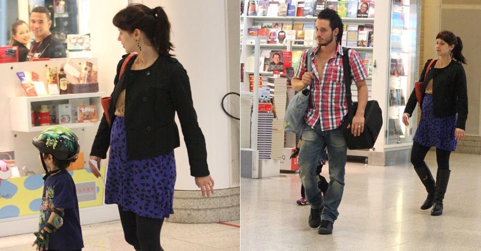 Grávida do segundo filho, Mel Lisboa é vista em aeroporto (30/4/12)