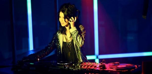 No longa Paraísos Artificiais, Érika (Nathalia Dill) é uma jovem DJ em ascensão