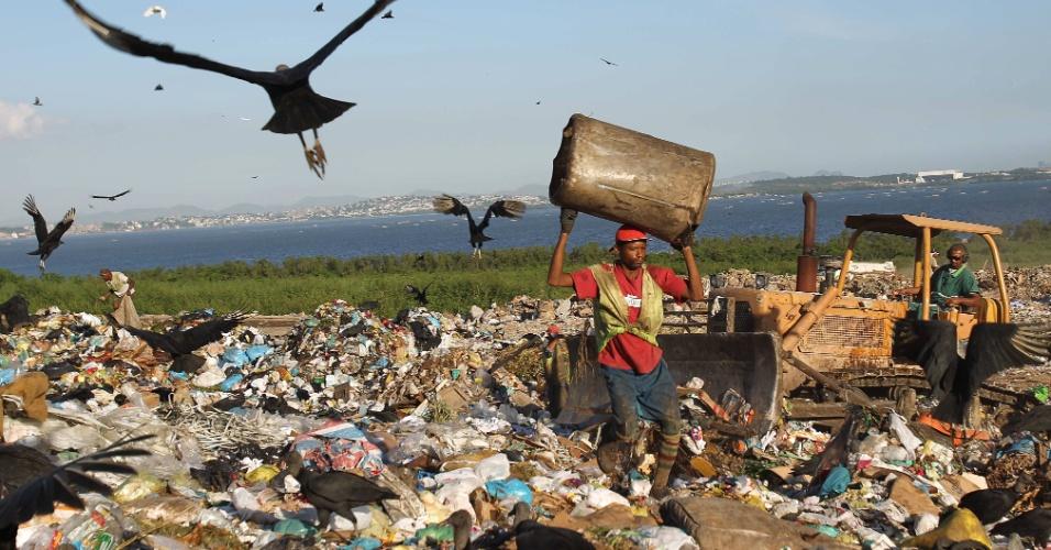 O Aterro Metropolitano de Jardim Gramacho, o maior lixão a céu aberto da América Latina, na Baixada Fluminense, será fechado no dia 1º de junho, anunciou o prefeito Eduardo Paes