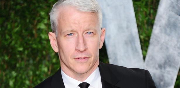 """O repórter Anderson Cooper na festa pós-Oscar da """"Vanity Fair"""" em West Hollywood (26/2/12) - Alberto E. Rodriguez/Getty Images"""