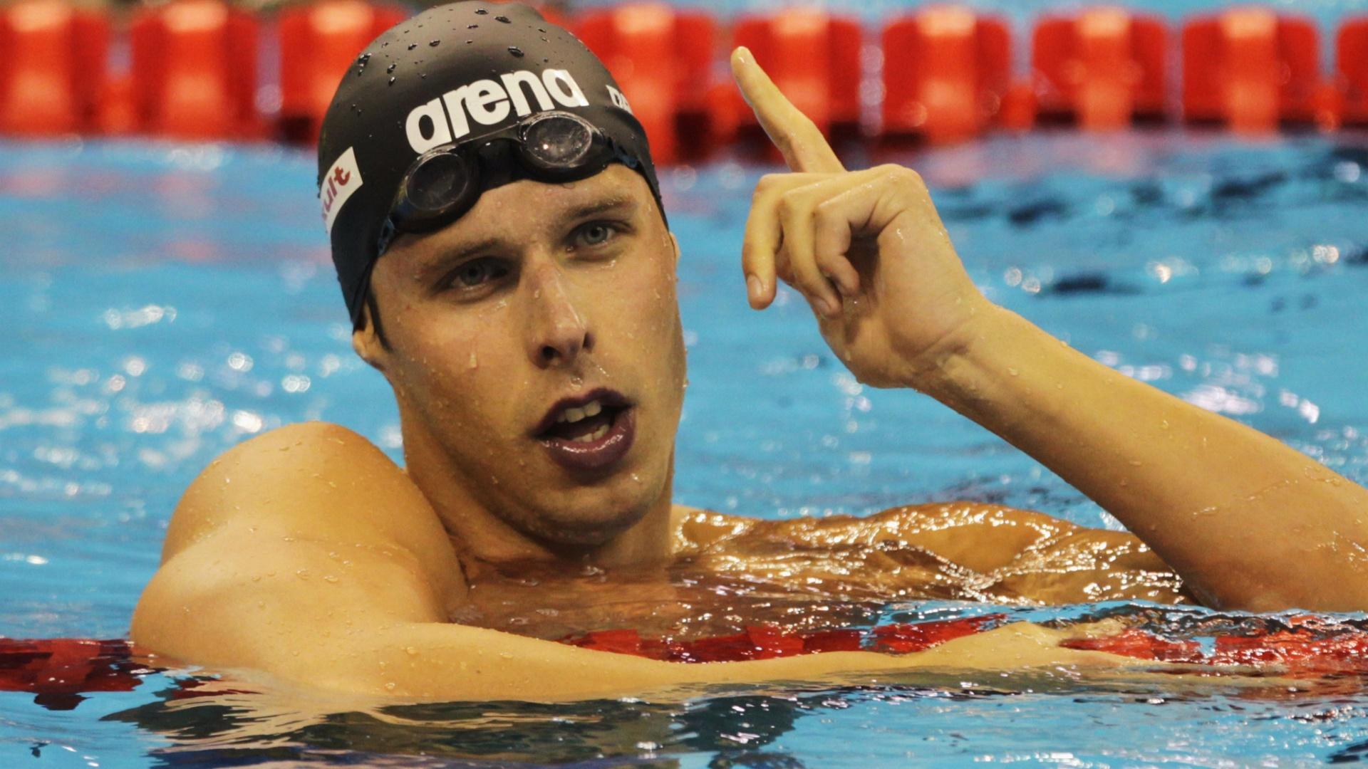 Alexander Dale Oen comemora a vitória nos 100m peito no Mundial de natação em Xangai em 2011; o nadador norueguês morreu em 1º/05/2012 vítima de problemas cardíacos