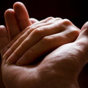 Para os mais religiosos, a generosidade é baseada menos na emoção e mais em fatores como doutrina, senso de comunidade ou cuidado com reputação