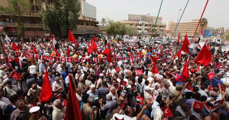 Iraquianos protestam nesta terça-feira (1°) em Bagdá, no Iraque
