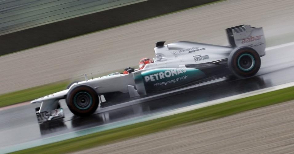 Michael Schumacher acelera sua Mercedes durante treino em Mugello