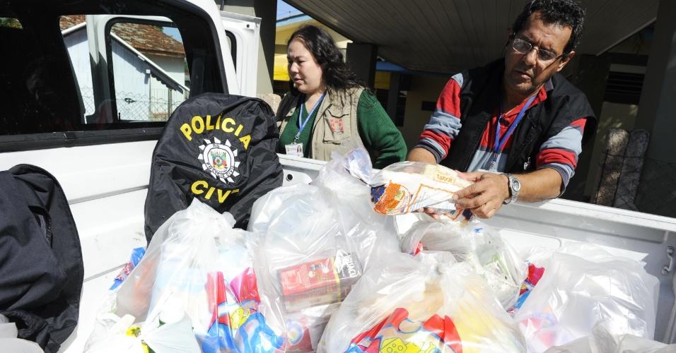 12.mai.2012 - Mãe e filho foram detidos no bairro Lajeado, zona sul de Porto Alegre, suspeitos de fornecer alimentos vencidos para crianças da Creche Brincando de Roda, localizada no Beco da Vitória