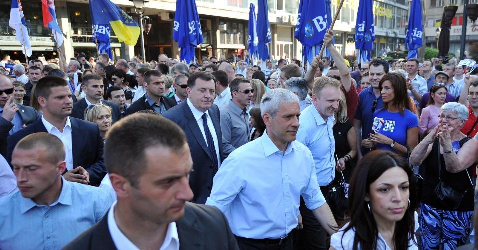 2.mai.2012 - Atual presidente da Sérvia, Boris Tadic, participa de comício junto eleitores em Belgrado