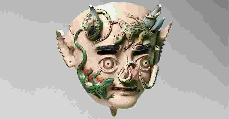A imperfeição do mundo e o caos se materializam por meio de catástrofes naturais e efermidades. Em todas as civilizações mundiais existe a percepção de uma luta entre a ordem e a desordem, os deuses e os demônio, a força vital e o caos que deu oirgem a tudo. Na imagem, vê-se uma máscara de China Supay, da Bolívia - Musée du Quai Branly; foto de Sandrine Expilly