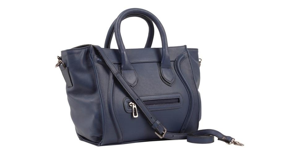 Bolsa azul marinho inspirada em modelo da Céline; R$ 299,90, na Shoestock