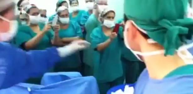 Em vídeo, equipe de cirurgia no HU de Londrina registra com celulares retirada de peixe de paciente