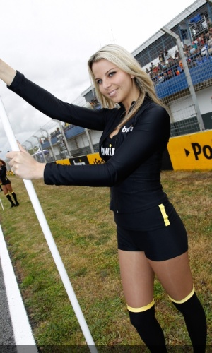 Grid girl esbanja sensualidade no GP da Espanha da MotoGP, em Jerez de La Frontera