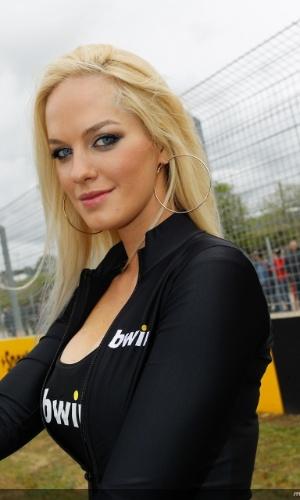 Grid girl esbanja sua beleza durante a o GP da Espanha da Moto GP, em Jerez de La Frontera