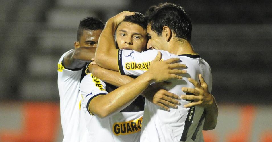 ab90b66c0b Rodada de quarta-feira da Copa do Brasil23 fotos. 22   23. Jogadores do Botafogo  comemoram o gol marcado por Elkeson contra ...