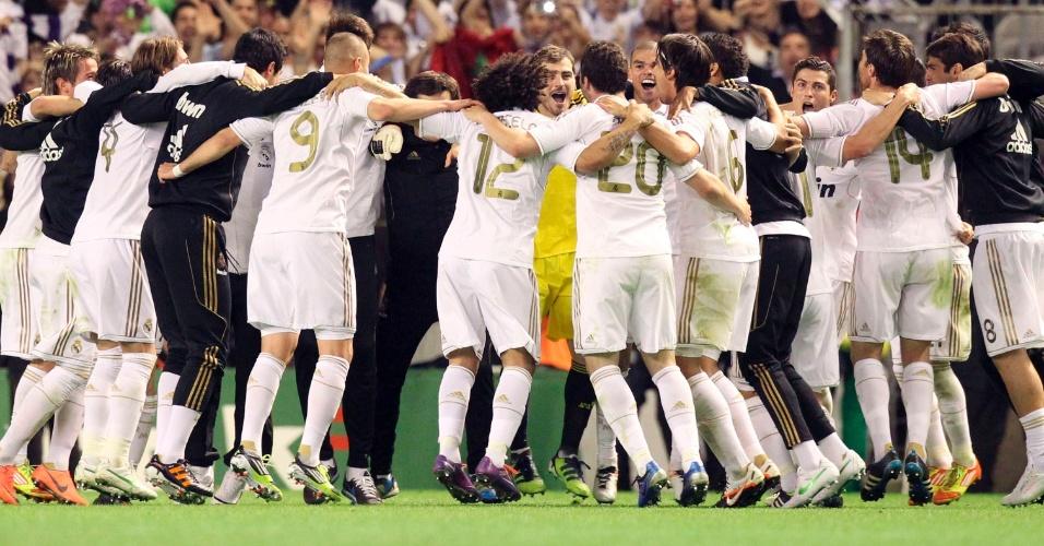 Jogadores do Real Madrid comemoram após vitória que garantiu o título do Campeonato Espanhol