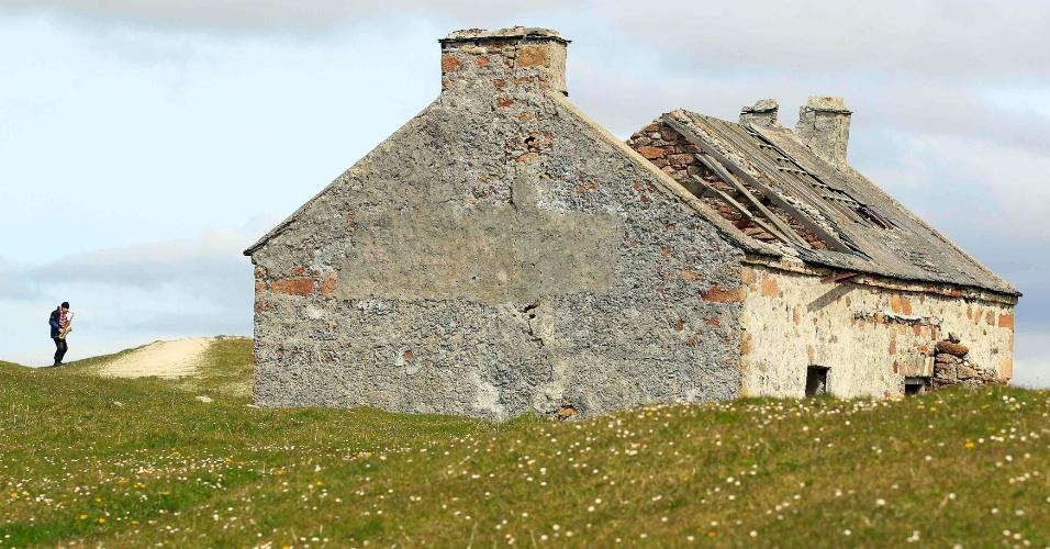 O artista e poeta Barry Edgar Pilcher é o único habitante da ilha de Inishfree, em County Donegal, na Irlanda