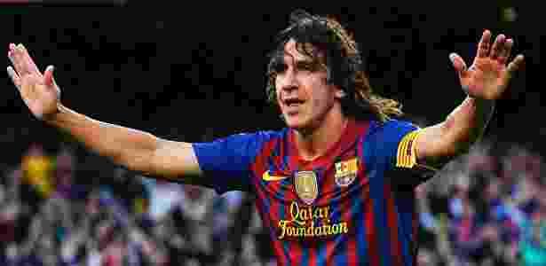 O zagueiro do Barcelona Puyol comemora após abrir o placar na partida contra o Málaga no Camp Nou - David Ramos/Getty Images