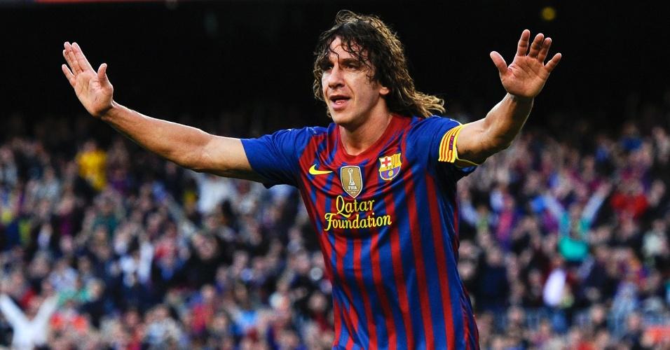 O zagueiro do Barcelona Puyol comemora após abrir o placar na partida contra o Málaga no Camp Nou
