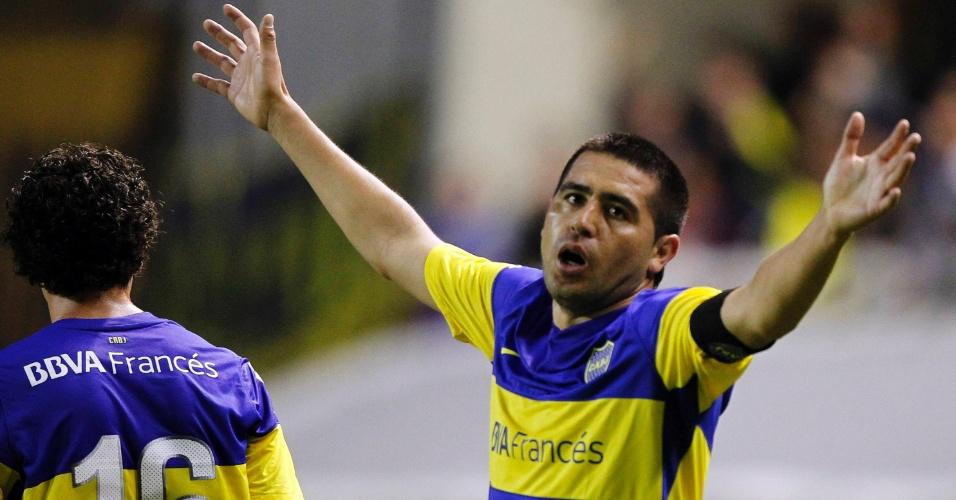Riquelme comemora ao abrir o placar para o Boca Juniors contra o Union Española (02/05/12)