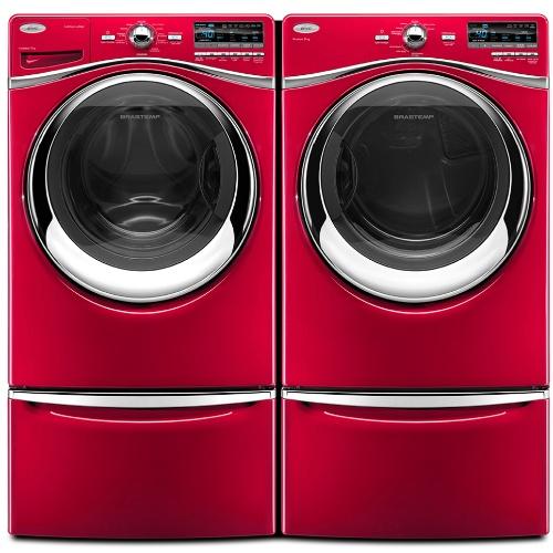 A combinação de lavadora e secadora da Brastemp (www.brastemp.com.br), com pedestais organizadores para armazenar itens de lavar e secar roupas por R$ 5.499 (lavadora), R$ 4.899 (secadora)