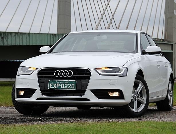 Audi A4 2013, na versão Ambiente: dianteira mais longilínea e com luzes de xênon e LEDs - Murilo Góes/UOL