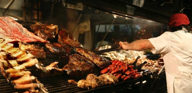 Pessoas que comem carne vermelha regularmente devem consumir menos de 500g por semana - Thinkstock
