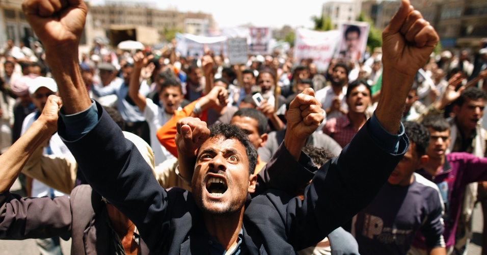 3.mai.2012 - Manifestantes fazem marcha contra o presidente do Iêmen, Ali Adullah Saleh, na capital Sanaa