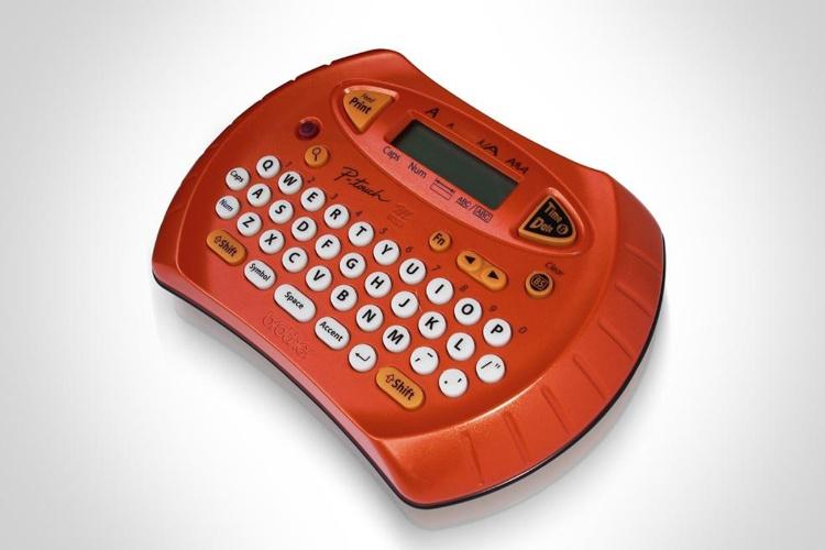 Sua mãe é organizada? Dê para ela um rotulador PT-70, da Gomaq, à venda na Kalunga (www.kalunga.com.br) por R$ 7