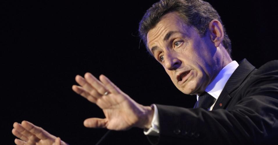 04.mai.2012 - O atual presidente francês e candidato à reeleição, Nicolas Sarkozy, discursa durante campanha eleitoral em Les Sables d'Olonne, na França. As eleições francesas acontecem no próximo domingo (6)