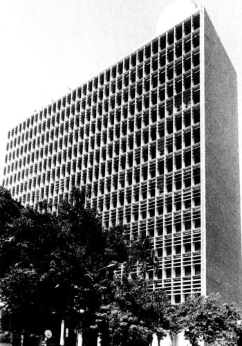 4.mai.2012 - Fachada do Palácio Gustavo Campanema (construção 1937-1943), primeiro projeto importante do arquiteto Oscar Niemeyer, no Rio de Janeiro