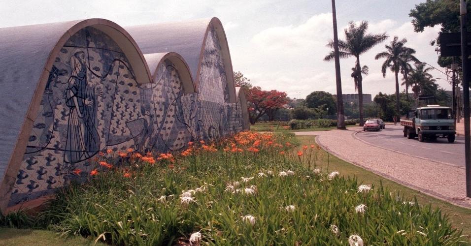 4.mai.2012 - Igreja de São Francisco de Assis, projetada por Oscar Niemeyer e com painéis de Cândido Portinari, na Pampulha, em Belo Horizonte. O conjunto foi idealizado em 1940