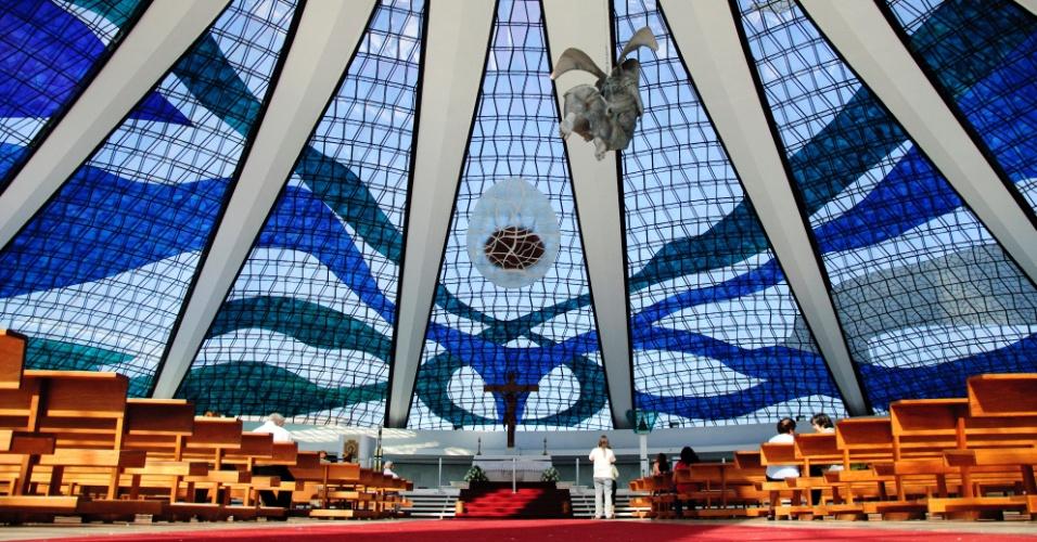 4.mai.2012 - Interior da Catedral Metropolitana de Brasília, projetada por Oscar Niemeyer em 1958