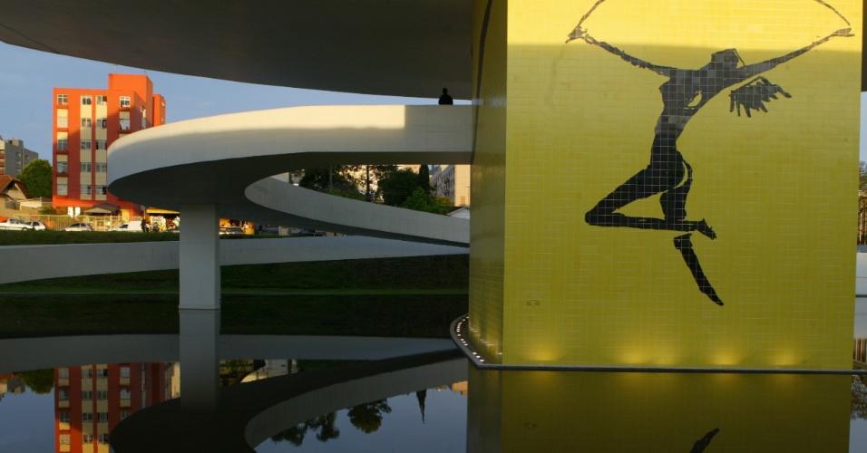 4.mai.2012 - O Museu Oscar Niemeyer, em Curitiba, foi projetado em 2001
