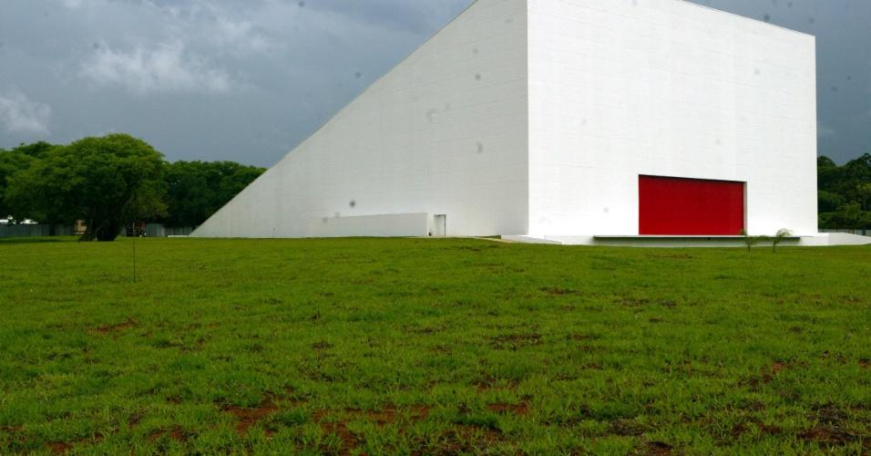 4.mai.2012 - Projetado por Niemeyer em 1999, o Auditório do Ibirapuera fica no parque do Ibirapuera, em São Paulo