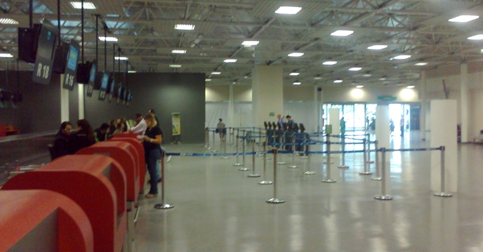 Área de check-in do novo terminal do aeroporto de Cumbica, em Guarulhos (SP), por enquanto sem grandes filas
