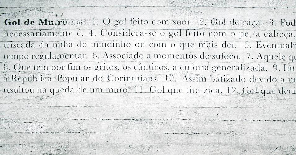 """Definição de """"Gol de Muro"""", criada pelo Corinthians, grafada no muro do CT Joaquim Grava"""