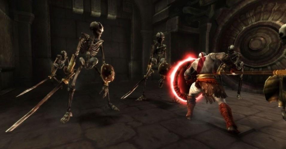 Depois, Kratos recebe a Arms of Sparta, um conjunto de lança e escudo que ele usava em seus tempos de mortal
