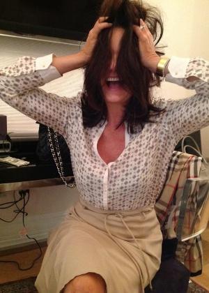 Luiza Brunet abre conta no Twitter e mostra foto descabelada (4/5/12)