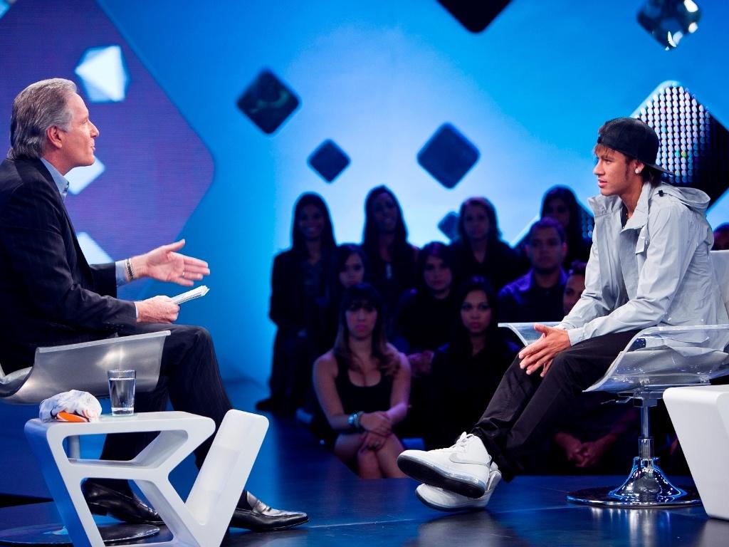 Neymar concede entrevista ao apresentador e empresário Roberto Justus
