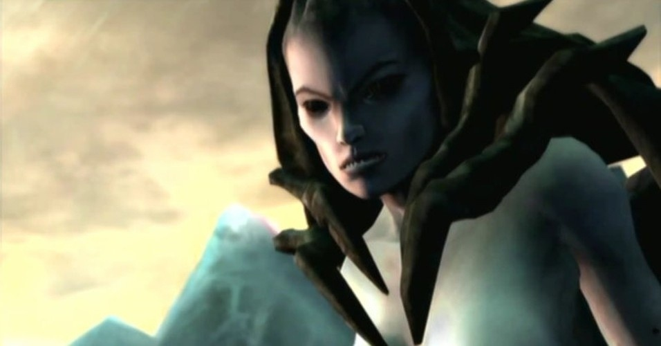 Um dos obstáculos de espartano é Erínia, filha de Tânato (a personificação da morte), que tenta impedir Kratos de encontrar seu irmão