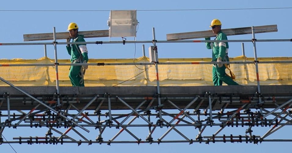 Maracanã foi aberto neste sábado para que os populares pudessem ver o andamento da obras para a Copa do Mundo de 2014