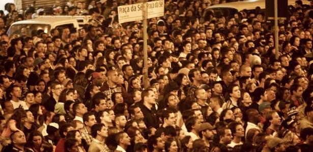 Público lota Praça da Sé, no centro de São Paulo, para ver atrações do palco de stand-up na Virada Cultural (5/5/2012) - Joel Silva/Folhapress